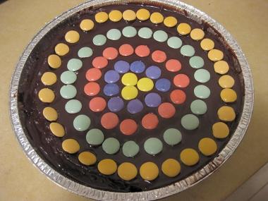 עוגת יום הולדת עם קישוט קליעה למטרה