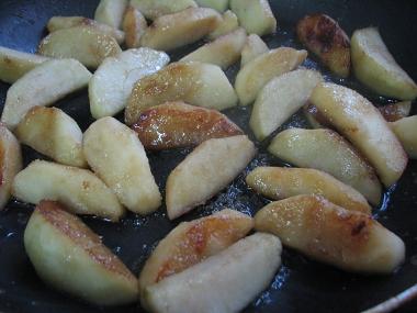 התפוחים מתבשלים בחמאה
