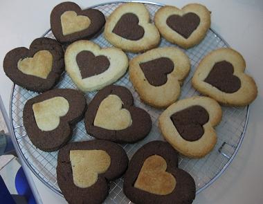 עוגיות לב שחור-לבן