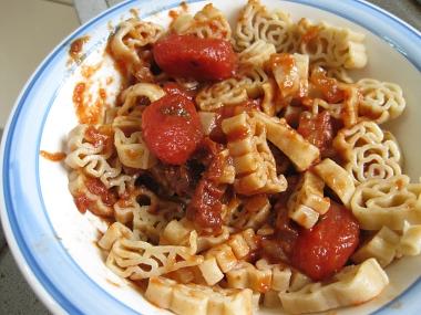 פסטה עם רוטב עגבניות שרי ועגבניות מיובשות