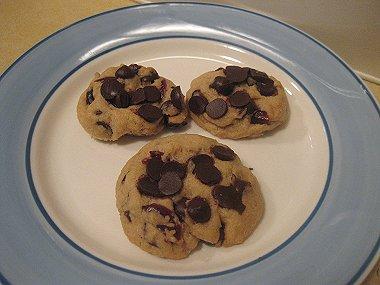 עוגיות שוקולד צ'יפס וחמוציות מיובשות