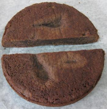 עוגה חצויה לשניים