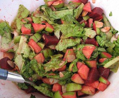 סלט חסה, תפוחי עץ וסלק ברוטב דבש