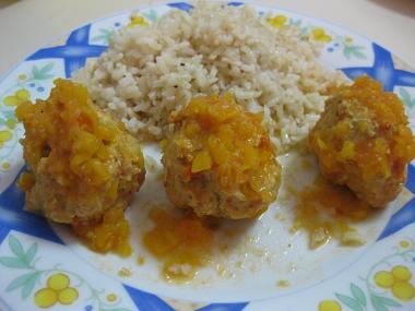 כדורי הודו ופלפלים קלויים ברוטב עגבניות וגמבות צהובות