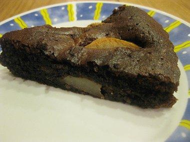 עוגת שוקולד, שקדים ואגסים