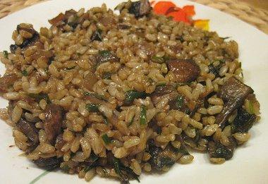 אורז מלא עם פטריות פורטובלו ועירית
