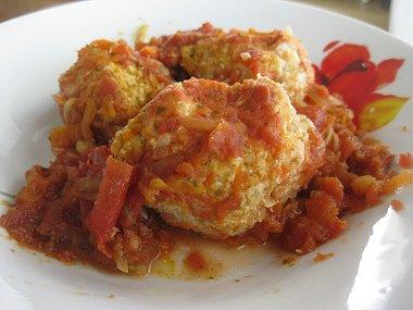 כדורי עוף, קינואה וגזר ברוטב עגבניות וירקות