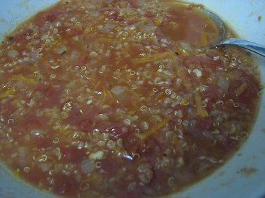 צלחת מרק עגבניות וקינואה