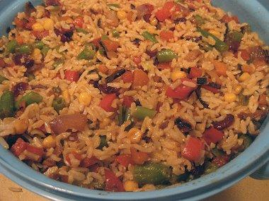 אורז עם ירקות בשלל צבעי הקשת