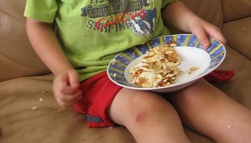 אייל אוכל לביבות ריקוטה ומייפל