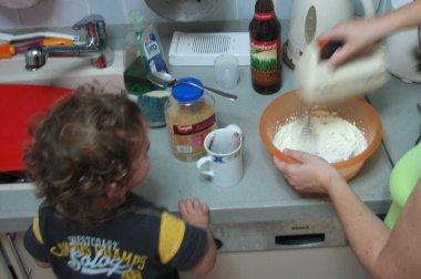 מכינים את העוגה