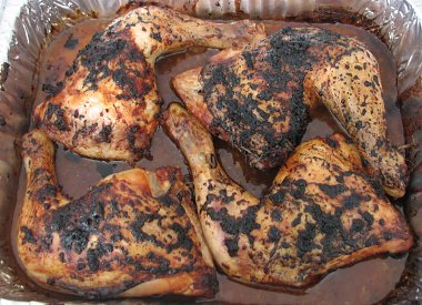 כרעי עוף ברוטב סויה, צ'ילי וסירופ רימונים