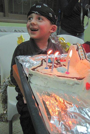 עוגת חללית וילד היום הולדת