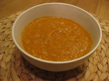 מרק עגבניות ועדשים כתומות