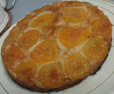 'עוגת משמשים ושקדים הפוכה