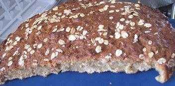 לחם דגנים ויוגורט